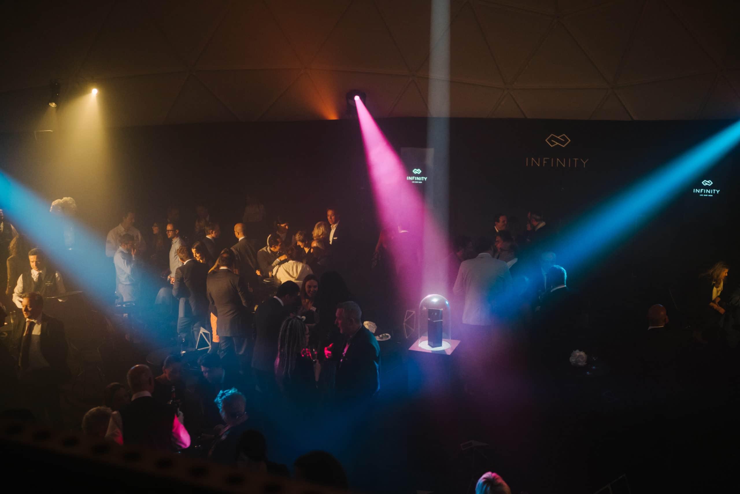 Shine a light agence évènementielle luxembourg - créateur d'expériences immersives - Pose de la première Pierre Infinity