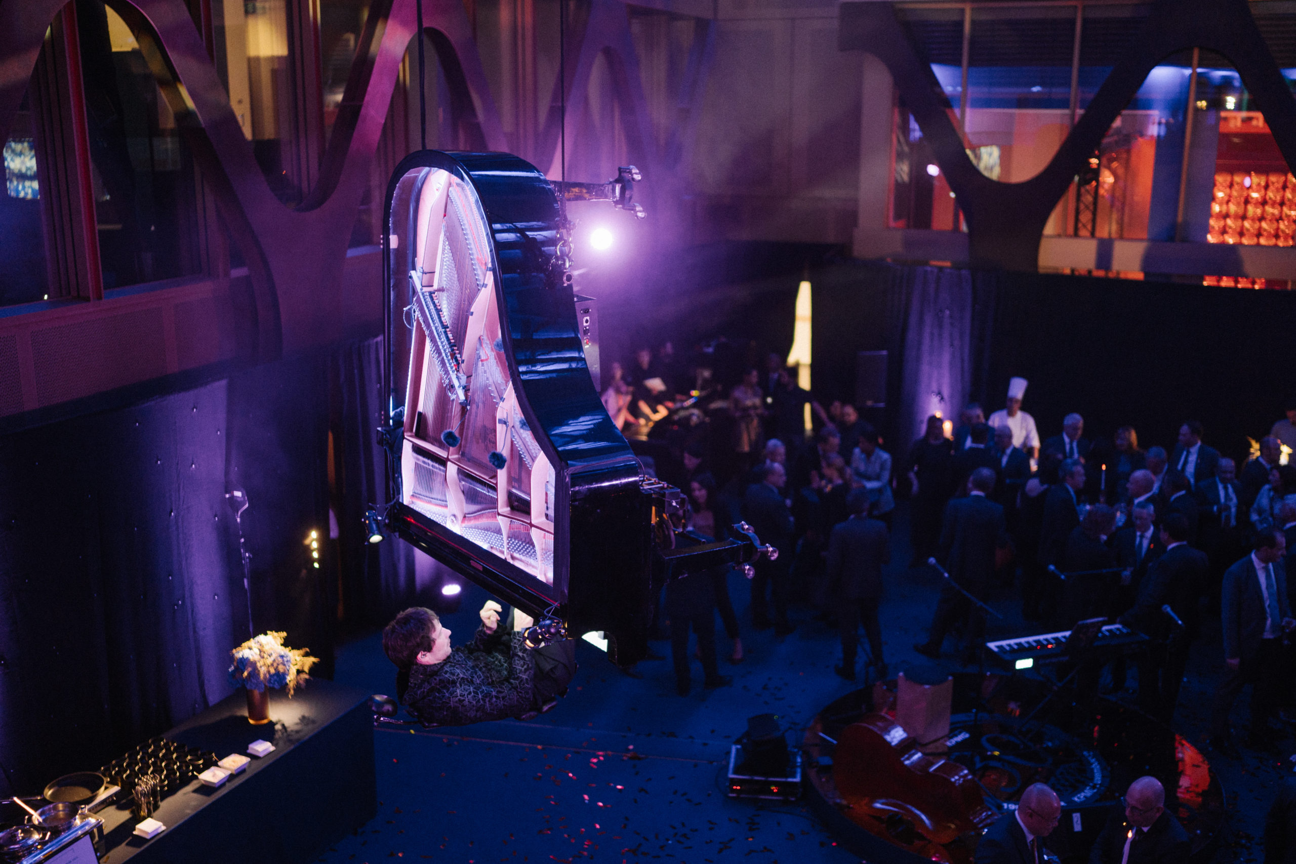 Shine a light event agency Luxembourg - Creates immersives experiences - 30th anniversary KPMG