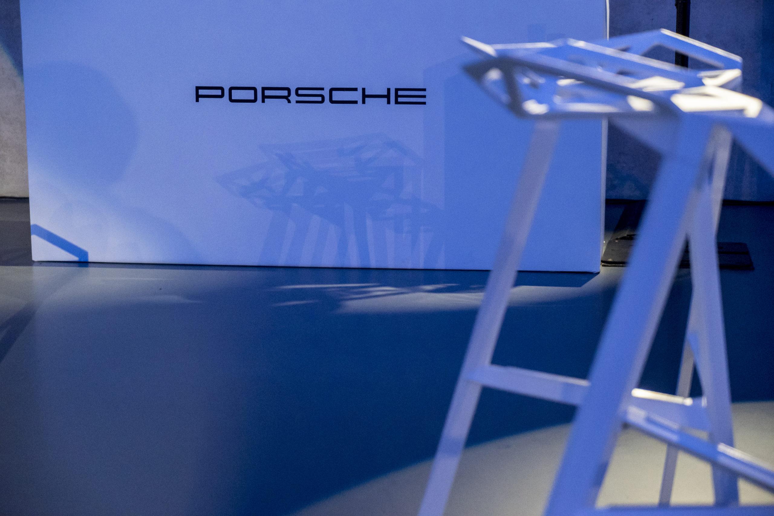 Shine a light agence évènementielle luxembourg - créateur d'expériences immersives - Sneakpreview Porsche Panamera